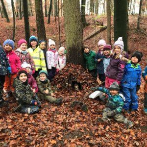 06: Bauen im Wald – Beitrag des Kiga C. Pfister